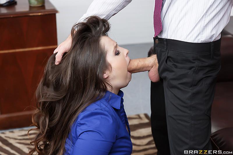 Секретарша Lola Foxx ублажает молодого босса