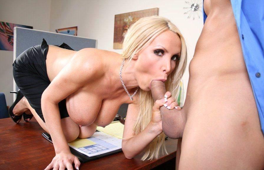 Трах с секретаршей на рабочем месте