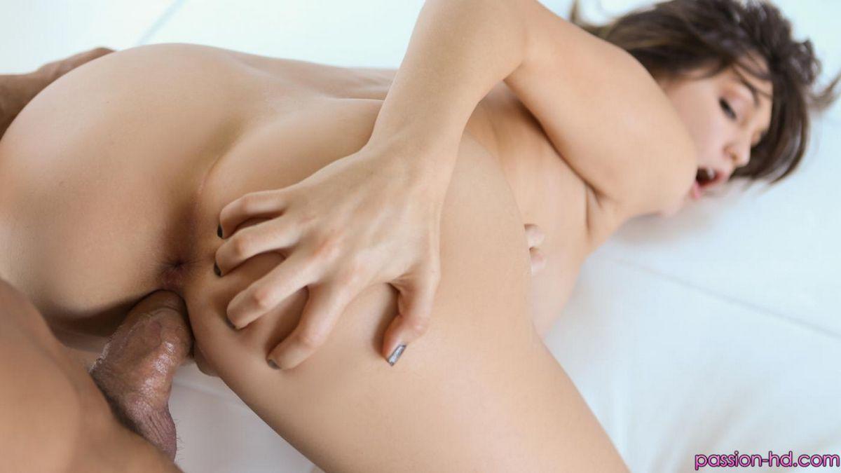 Грубый секс - вот что постоянно нужно титькастой актрисы Holly Michaels