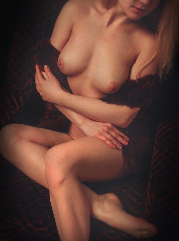 Красивая клубничка со подтянутыми телочками