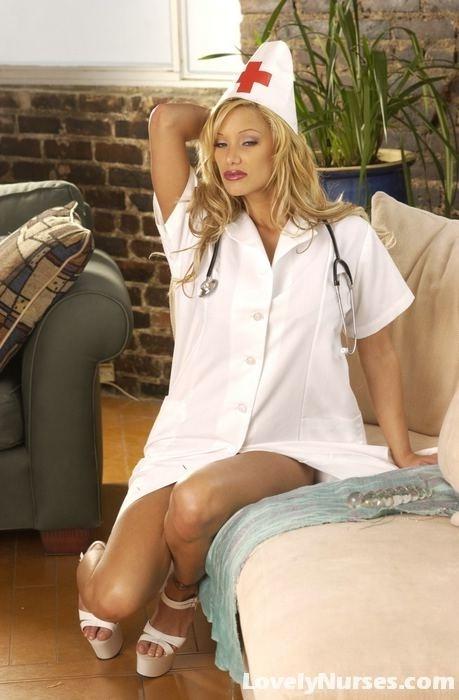 Чувственная медсестра с огромными дойками