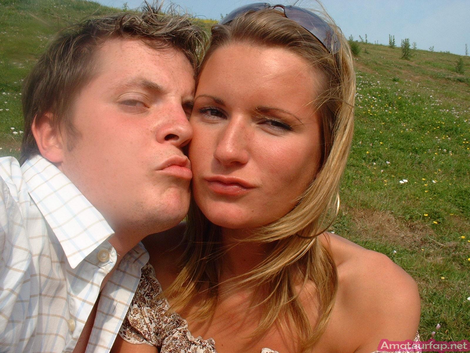 Привлекательная модель со свелыми волосами лижет у супруга только по праздникам, когда выпьет