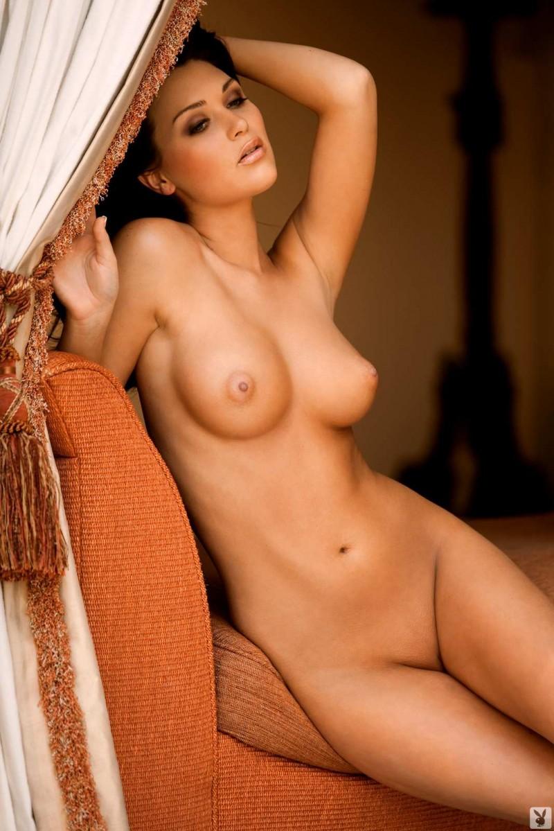 Опытная тёлка и её роковые груди